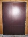 двухстворчатая стальная дверь, внутренняя сторона - металл